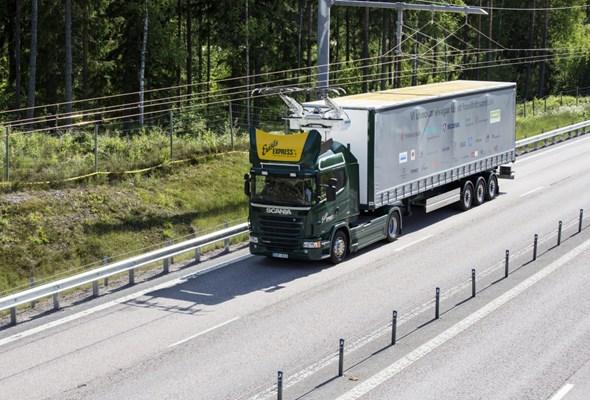 """Szwedzi otwierają pierwszą """"elektryczną"""" drogę. Ciężarówki jak trolejbusy"""