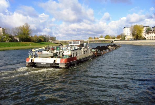 GUS: Transport ładunków żeglugą śródlądową w 2017 roku spadł o 7%