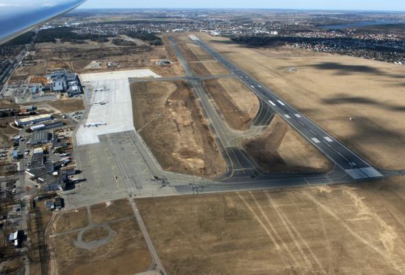 Poznań: Dwie oferty w przetargu na remont drogi startowej