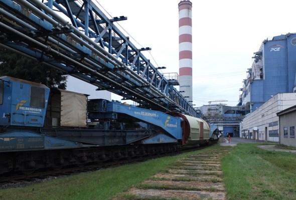 Największy w Polsce generator prądu przyjechał do Elektrowni Opole [ZDJĘCIA]