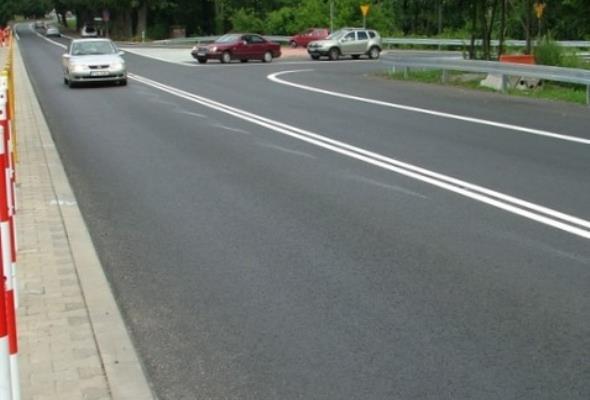 Czy podwójna linia ciągła to tylko zdwojone koszty znakowania dróg?