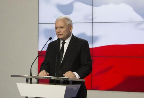 Kaczyński: Zapadła decyzja o wycofaniu ustawy benzynowej