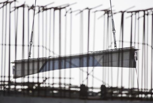 Most na Wyspę Sobieszewską – montują pierwsze przęsła