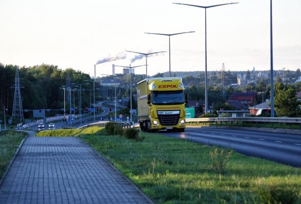 Kondraciuk: Transport ciężki z dróg powinna przejąć kolej