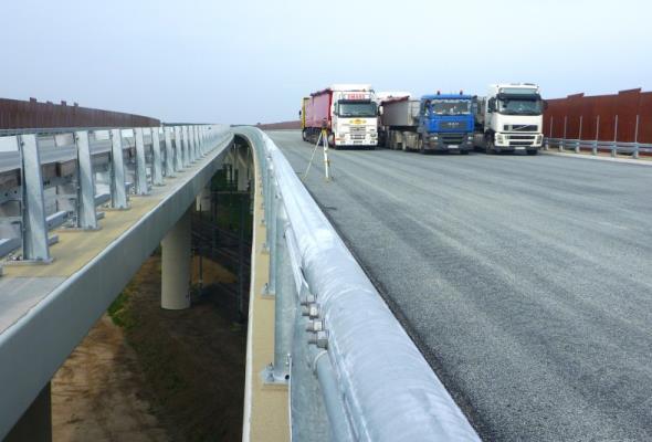 Dolny Śląsk: Drogowcy próbują most na budowanej ekspresówce