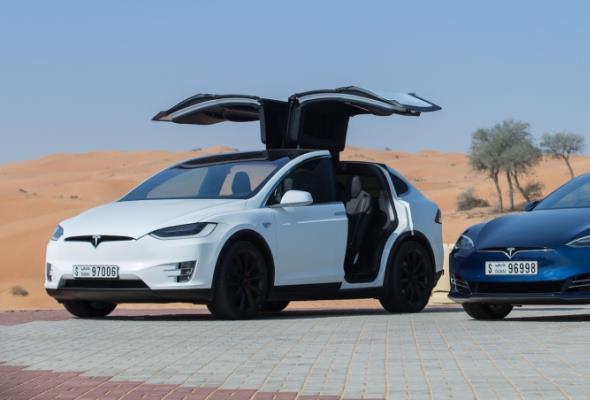 W Dubaju ruszają półautonomiczne taksówki od Tesli
