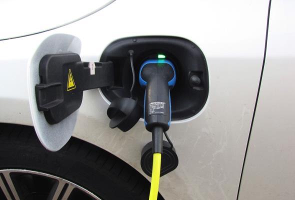 Blisko 12 proc. Polaków rozważa zakup samochodu elektrycznego