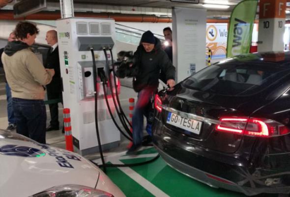W Toruniu można już ładować auta elektryczne