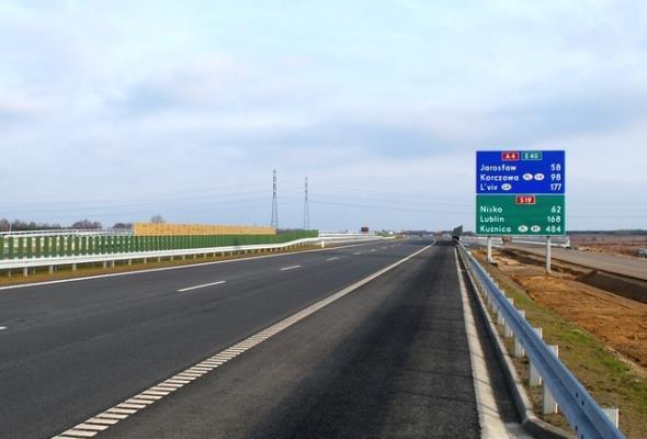 Będą zmiany nazw zagranicznych miast na polskich znakach. Koszt: minimum 27 mln zł