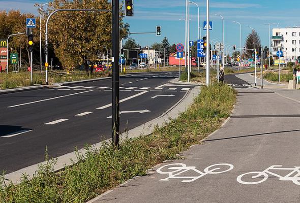 Warszawa: Lazurowa z dwiema jezdniami