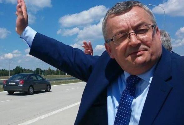 Adamczyk ministrem infrastruktury, ale bez budownictwa