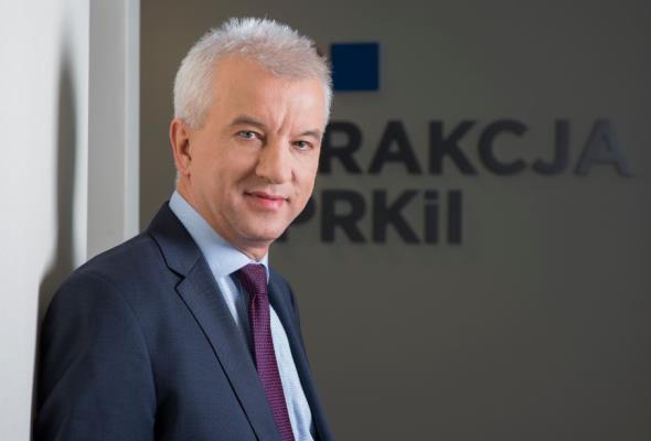 Tomaszewski: Trakcja składa setki ofert w przetargach