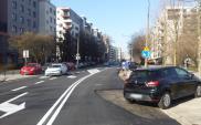 Warszawa: Kierowcy zablokowali remont nawierzchni. Asfalt wylano wokół samochodów