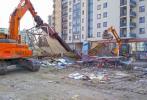 Ruszyło sprzątanie Bazarku Na Dołku z terenu POW. Prace budowlane wystartują za kilkanaście dni