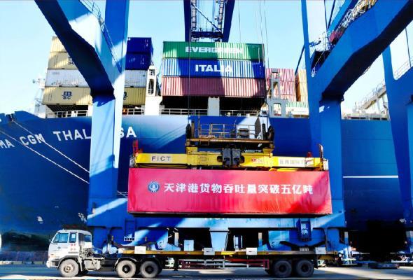 Autonomiczne elektryczne ciężarówki przejęły Port Tjanjin