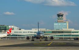 Praskie lotnisko podsumowuje pierwsze półrocze. Warszawa wypadła lepiej