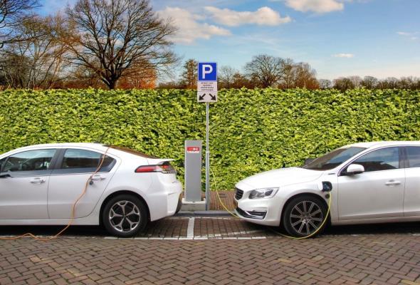 Rozwój rynku aut elektrycznych pobudzi wiele sektorów gospodarki
