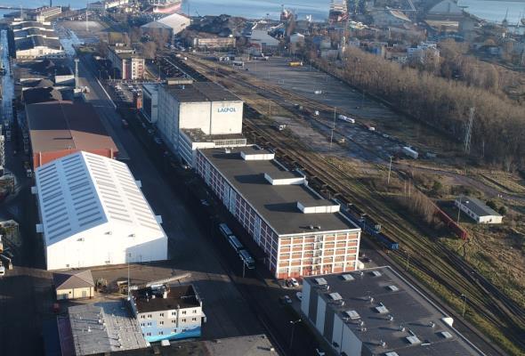Port Gdynia modernizuje kolejny obiekt magazynowy.