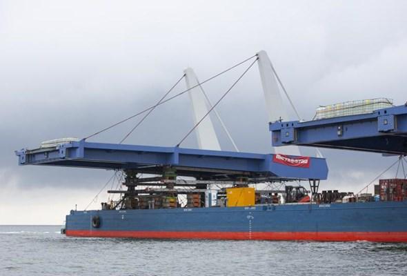 Most w Sobieszewie. Gigantyczne przęsła już na miejscu