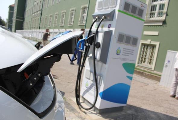 Szczecin: Pierwsze stacje ładowania elektryków działają