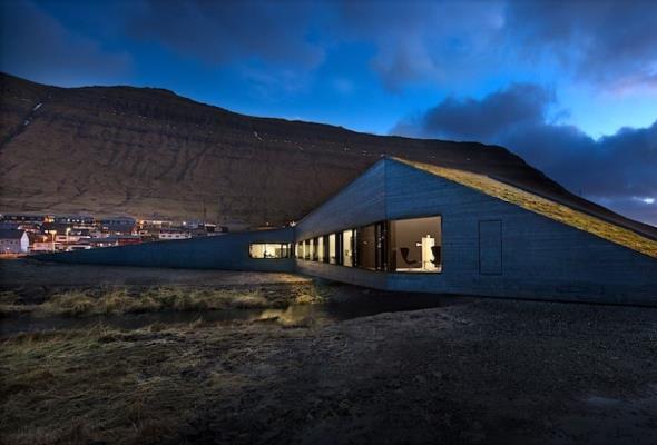 Na Wyspach Owczych wybudowano ratusz, który jest mostem