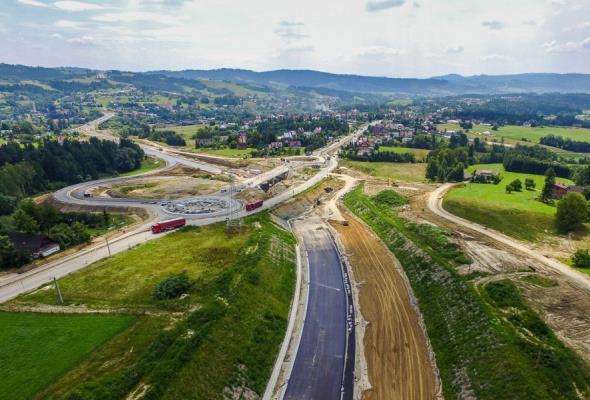 Pierwszy wiadukt nad budowaną Zakopianką gotowy. Dziś wpuszczą kierowców