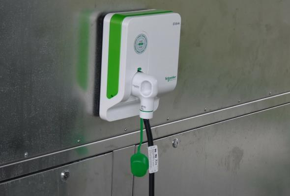 Baterie litowo-jonowe w elektrykach zbyt wolno się ładują. Przyszłością ogniwa z grafenu i nanowłókien