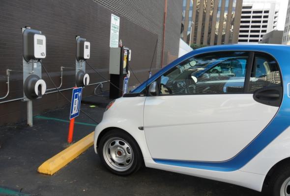 Naukowcy poszukują akumulatorów przyszłości m.in. do pojazdów elektrycznych