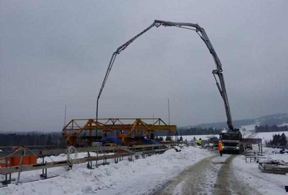 Dopięto konstrukcję najdłuższej estakady na Zakopiance