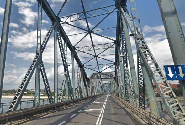 Bliżej mostu tymczasowego w Toruniu