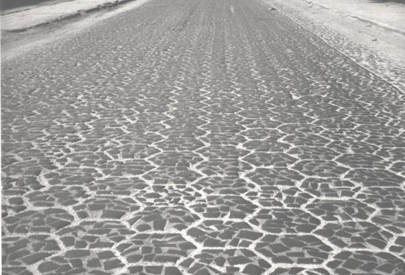 Od błotnistych traktów po nowoczesne autostrady