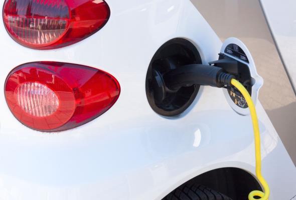 Mercedes-Benz wprowadza na rynek pierwszego elektryka
