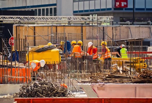 Praca w budownictwie nadal średnio płatna, ale bardziej bezpieczna