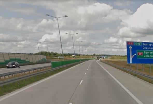 Nazwy zagranicznych miast na znakach drogowych także po polsku. Jest rozporządzenie