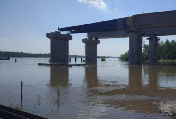 Budowa mostu w ciągu POW czasowo wstrzymana. Idzie fala powodziowa