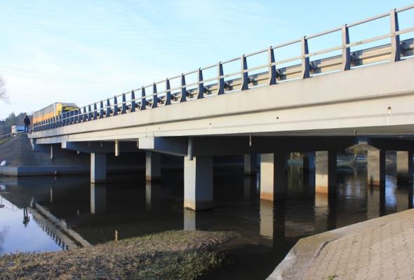 Przebudowują mosty na rzece Ina koło Goleniowa. Jeździmy jedną jezdnią S3