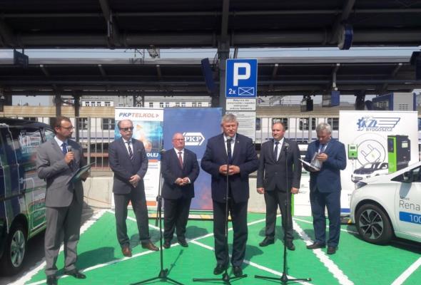 Stacja ładowania pojazdów elektrycznych przy dworcu Bydgoszcz Główna otwarta