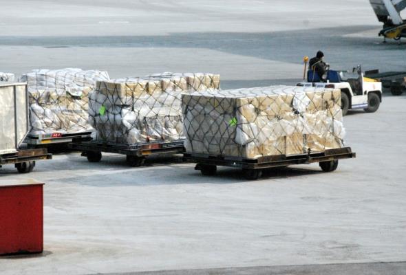Drony, rowery cargo i autonomiczne wózki usprawniają pracę firm kurierskich