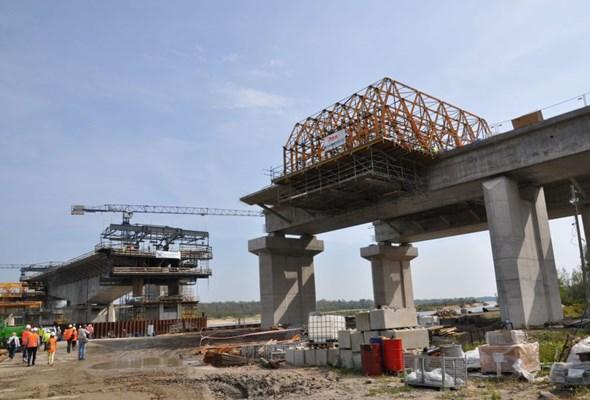 POW rok przed finałem. Postępują prace przy budowie tunelu i mostu