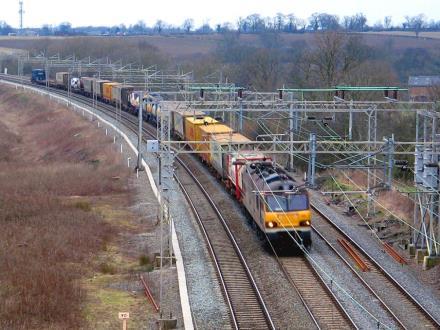 Tarczyński: Intermodal to ręka, którą opatrzność wyciągnęła do kolei