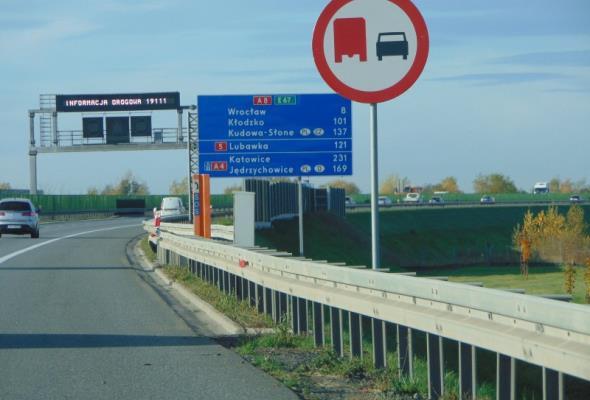 Ciężarówki nie będą wyprzedzać na A8 obwodnicy Wrocławia