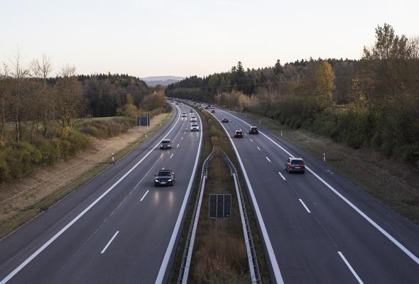 Niemcy nie chcą limitów prędkości na autostradzie. Pomysł Zielonych odrzucony