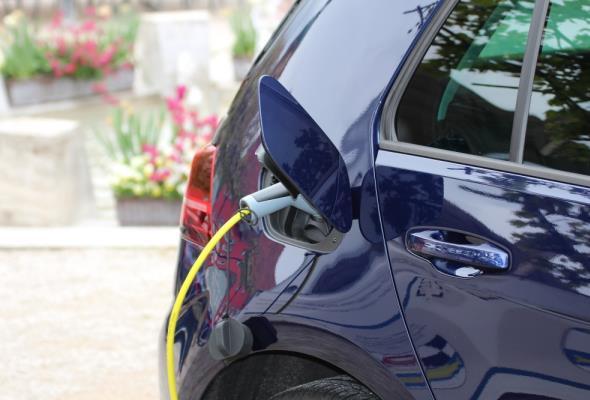 Kolejne ładowarki przy galeriach. Dopłaty do e-aut przyspieszą rozwój infrastruktury?