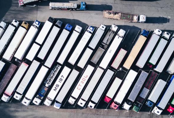 Niższe ceny pojazdów transportu ciężkiego. W budownictwie bez zmian