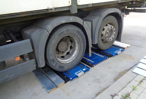 GUM przygotuje system pomiaru masy pojazdów w ruchu