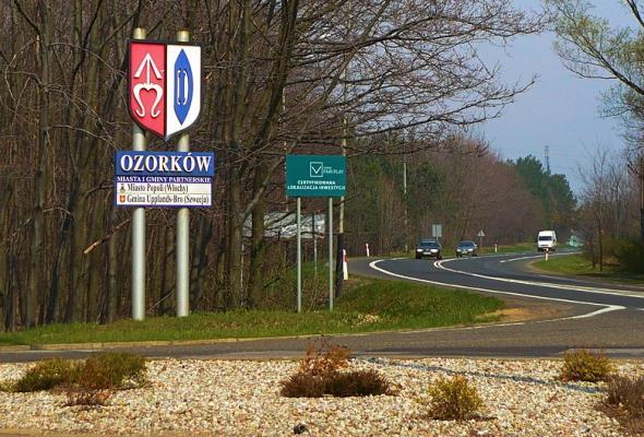Powiat zgierski: Coraz większa liczba zadań zrzucanych na samorząd utrudnia inwestycje drogowe