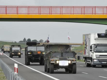 Uwaga, wojsko na drodze
