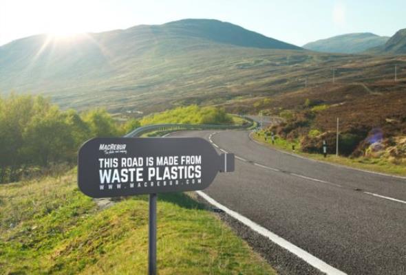 W Wielkiej Brytanii budują drogi z plastiku. Mają być bardziej wytrzymałe od zwykłych