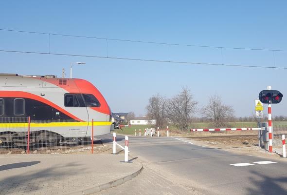 Poprawa warunków na 80 przejazdach kolejowo-drogowych w Łódzkiem