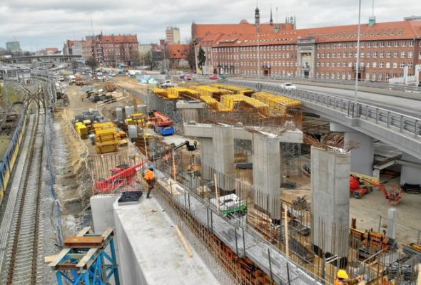 Na wiadukcie Biskupia Górka rozpoczęto montaż drugiej nitki